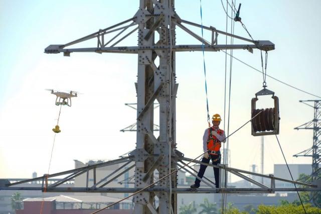 無人機是台電保線員的「千里眼」,能快速定位事故地點、爭取搶修時間。(台電提供)
