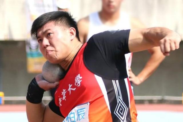 電機系大三生郭柏辰參加109年度全大運一般男生組鉛球決賽奪金。