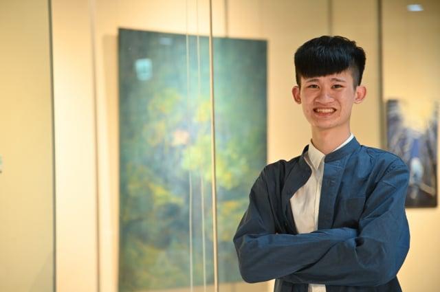 資工系大四生蕭亦程去年在校內藝術中心舉辦「一覺自然醒過來」個展。