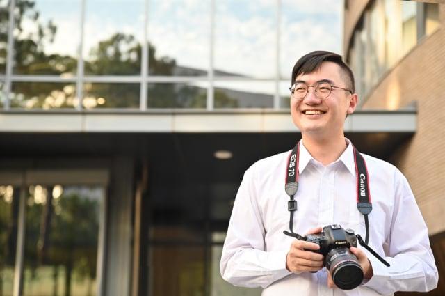 工科系大四生李昕紘捕捉海外志工服務影像,獲國際攝影大獎。