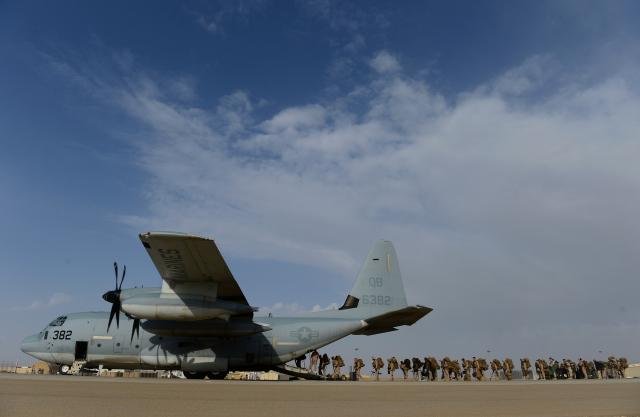 阿富汗政權變天後,掀起一波逃離潮。圖為美軍正在執行阿富汗撤離任務。(WAKIL KOHSAR/AFP via Getty Images)