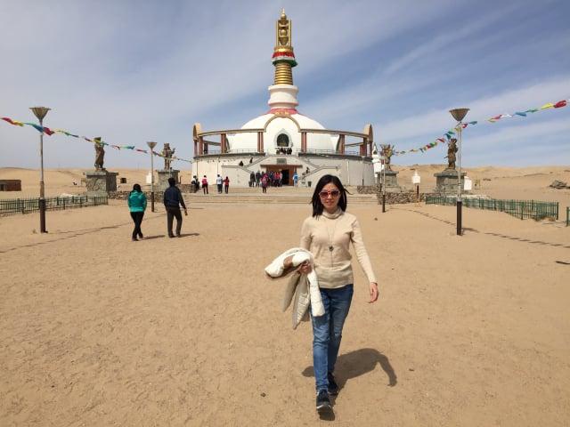 圖雅繼承了祖上的經商才能,與蒙古國進行生意往來。(受訪者提供)