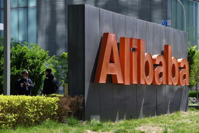在19日時,港股阿里巴巴一度大跌6.6%%,市值創上市以來新低。(GREG BAKER/AFP via Getty Images)