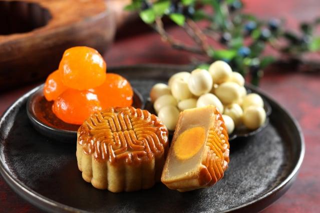 招牌蓮蓉蛋黃是經典口味。(福容大飯店提供)