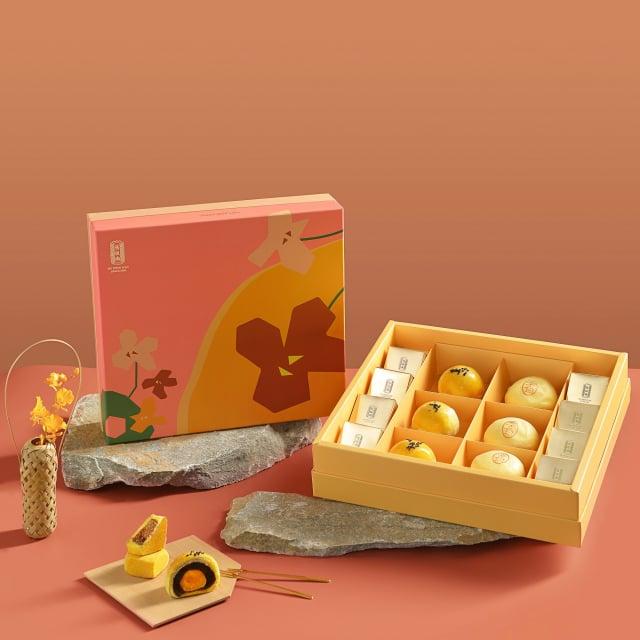 「花好月圓禮盒」包含廣式月餅、招牌綠豆椪以及中秋限定柚子酥。(舊振南提供)