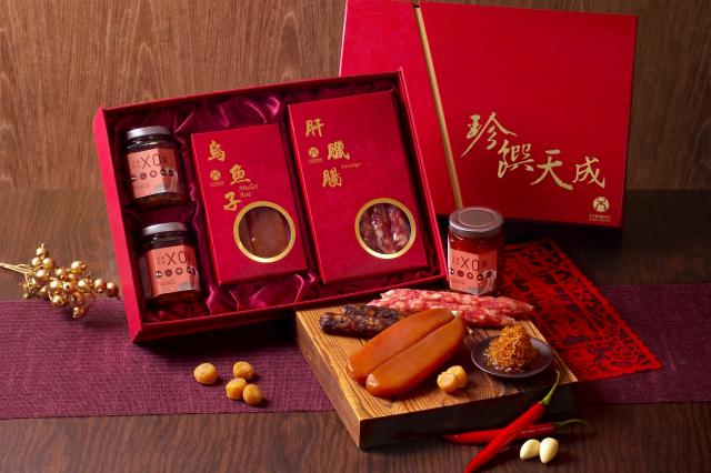 「珍饌天成禮盒」內含奢華烏魚子,品味大器。(天成飯店集團提供)
