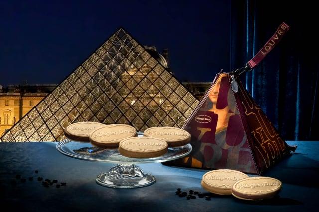 限量主打款「金典蒙娜麗莎」打造獨有的「金字塔保冷袋」搭配多口味雪酥。(Häagen-Dazs提供)