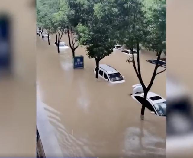 近日,陝西省多地遭遇暴雨襲擊,當地受災嚴重。(網路影片擷圖)