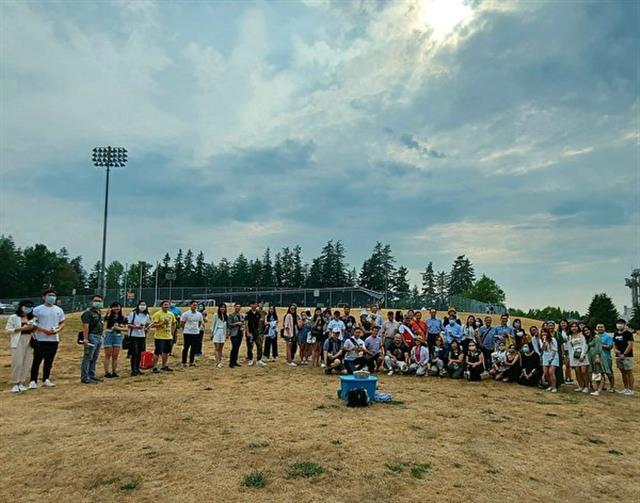 溫哥華珍奶趴上百人聚集一起,共同為明年珍奶節出謀劃策,主辦方計劃舉辦兩天的珍奶節。(邱晨/大紀元)