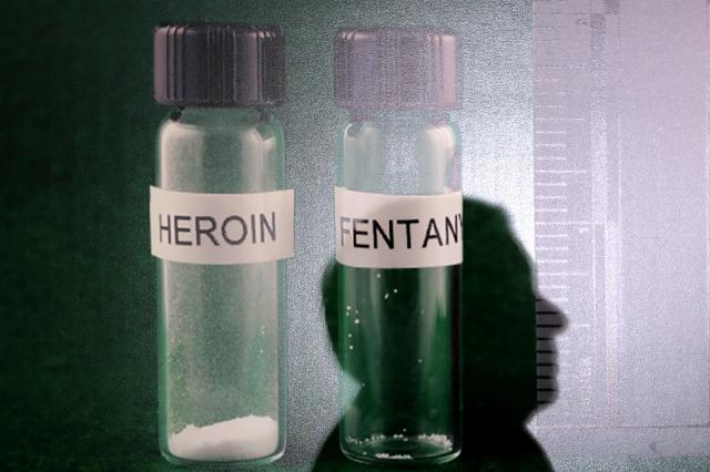 海洛因(左)與芬太尼(右)資料照。(Chip Somodevilla/Getty Images)