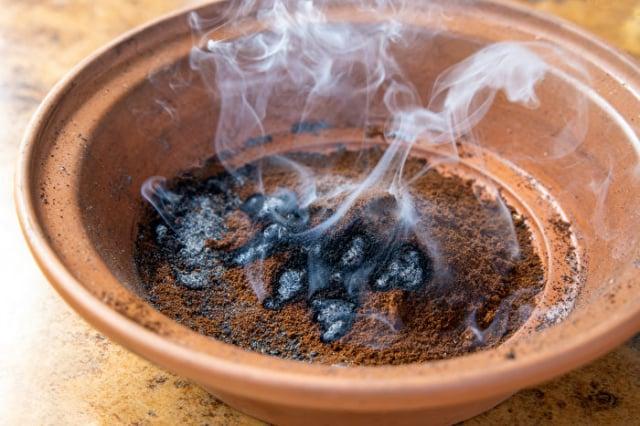 燃燒咖啡渣能驅蚊嗎?(Shutterstock)