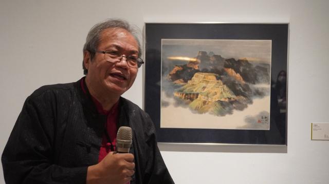 「海外存珍」策展人蕭瓊瑞。(台中文建繪提供)