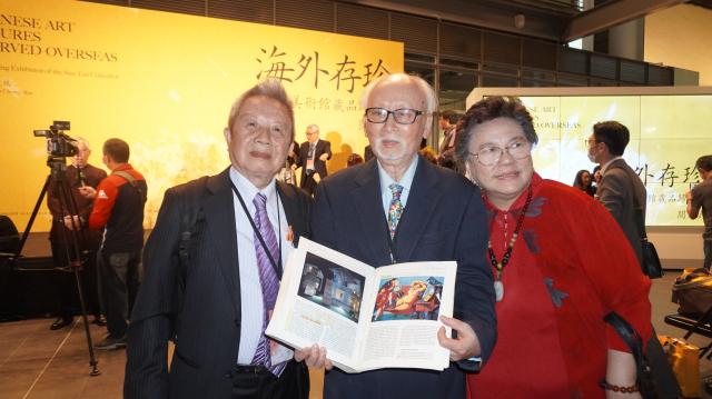 與許鴻源師生情誼深厚的張憲昌(左一),中、右為藝術家陳景方伉儷。(台中文建繪提供)