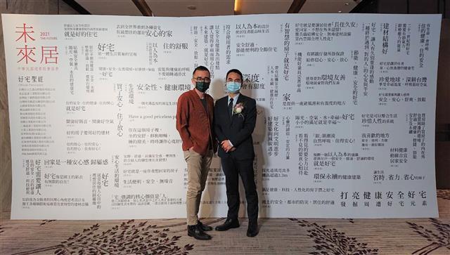 未來居顧問孫啟能(左),戴雲發理事長(右)。(黃子玲/攝影)