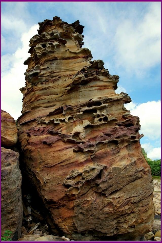 人臉魚形臺灣島,鏽染紋石不得了。(攝影/鄭清海)
