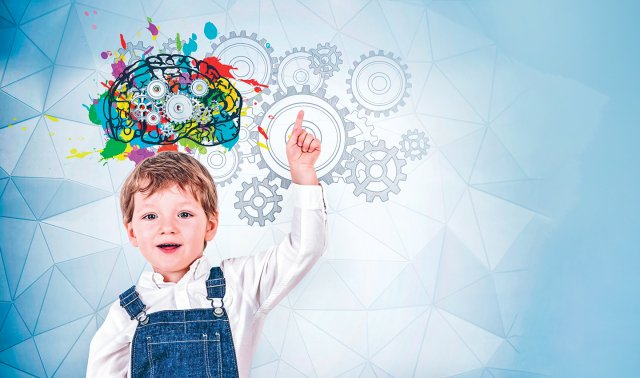 家長除了應澈底執行發展指標的評估之外,平日更應從「陪伴、刺激、營養」三大面向,協助孩子在早期的腦部發育更全面。(Shutterstock)