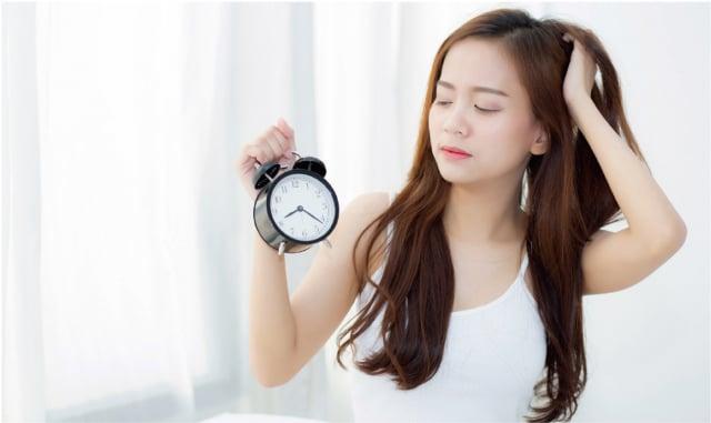 睡覺不足易感冒, 並形成肥胖症和心血管疾病。科學研究已明確證實,每晚人們需要大約7~8 小時的睡眠。(Shutterstock)