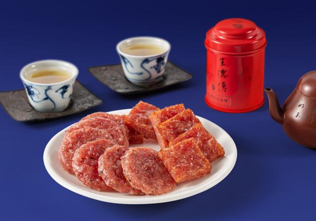 「蒜一口豬肉乾」與「黑胡椒圓燒肉乾」,以經典調味香料融合香甜辣的肉乾。