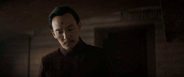 尤因醫生(張震飾演)。(華納兄弟提供)
