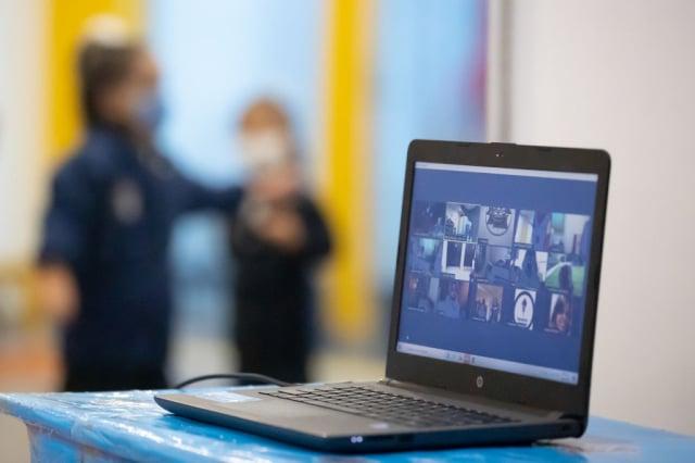 網路安全報告發現,中共擴大在社交媒體、網站和線上論壇上的假訊息宣傳。(Hector Vivas/Getty Images)