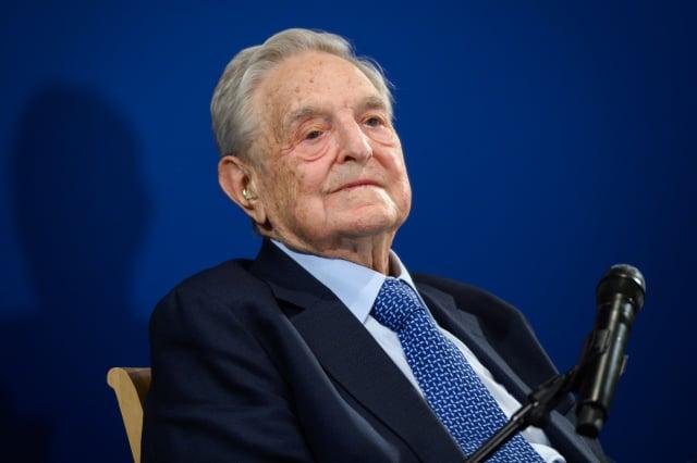 美國金融巨鱷索羅斯(George Soros)日前發布專欄,對貝萊德(BlackRock)投資中國的警告引發熱議。(FABRICE COFFRINI/AFP via Getty Images)