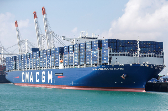 法國達飛海運集團的貨櫃船。(CHARLY TRIBALLEAU/AFP via Getty Images)