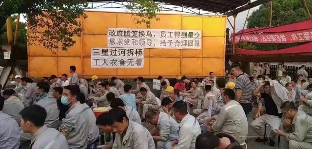三星重工近日要將在寧波的造船廠撤資回韓國,賠償方式引發員工的恐慌與不滿,連日罷工維權。(受訪者提供)