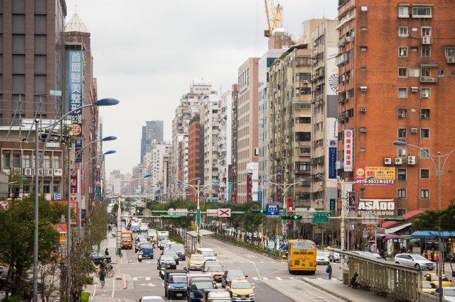 台灣房屋集團和中央大學台經中心合作調查的「購買房地產時機」指數顯示,今年7、8月為樂觀的115.1點,與去年5月最「艱疫」時的87.75點相比,增加高達27.35點,且指數已連12個月維持在100點以上,處在樂觀的狀態。(記者陳柏州/攝影)