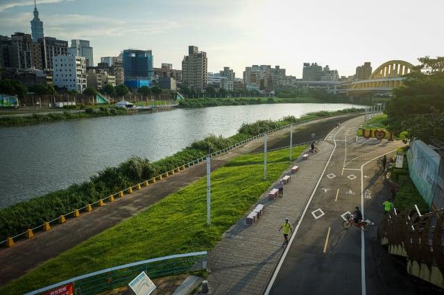 臺北市長柯文哲13日宣布,河濱公園下週不開放中秋烤肉。圖為河濱公園。(中央社)