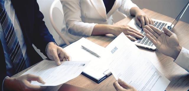 招聘優秀員工是CEO的首要任務之一,一旦你準備好招聘,就可介紹你們公司的優勢。要透明,讓候選人知道你公司的流程和結構。(123RF)