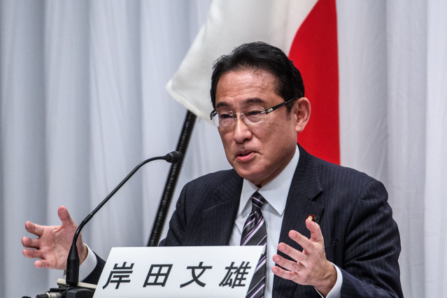 日本首相候選人、前外務大臣岸田文雄資料照。(PHILIP FONG/POOL/AFP via Getty Images)