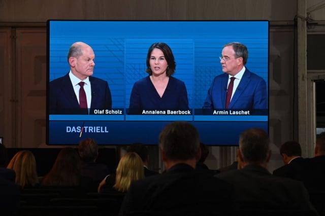 德國總理候選人蕭茲(左起)、貝爾伯克及拉謝特9月12日,進行第二次電視辯論。(JOHN MACDOUGALL/AFP via Getty Images)