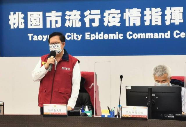桃園市長鄭文燦宣布,桃市長者第二劑AZ疫苗接種,長者免預約免排隊。(桃園市府新聞處提供)