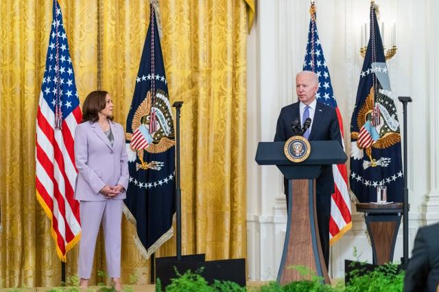 右起美國總統拜登、副總統賀錦麗。(白宮Flickr)