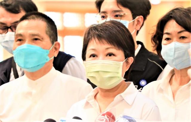 市長盧秀燕表示,了解家長心情「期待又怕受傷害」,回收日延後3天。(臺中市政府提供)