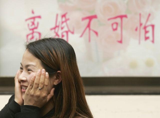 學者指出,現在人們的婚姻觀已發生了巨大變化,最主要的還是人對自己的行為「功利化」了,忘記傳統婚姻中對對方的守護和承諾。示意圖。(China Photos/Getty Images)
