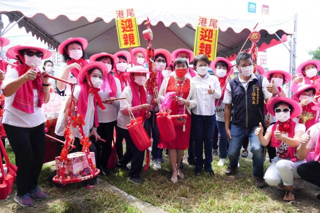 臺中市西屯區港尾里活動中心新建工程開工動土,市長盧秀燕出席開工活動與民眾歡喜慶祝。