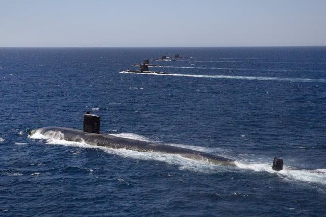 圖為美國核動力潛艦與澳洲潛艦進行聯合軍演。(美國太平洋艦隊Flickr)