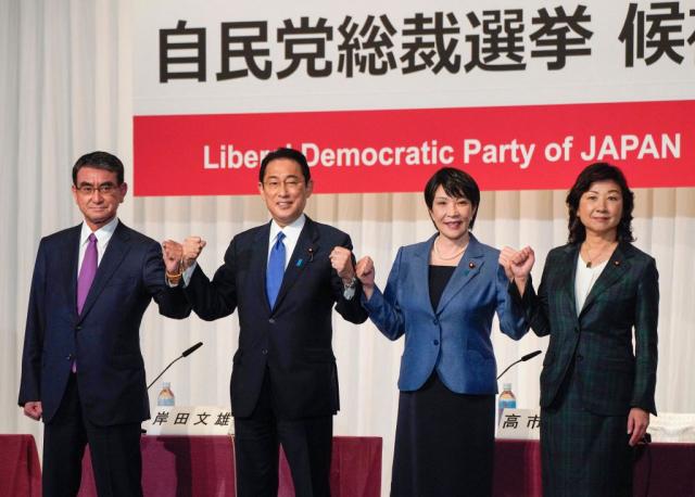 9月17日,河野太郎(左起)、岸田文雄、高市早苗及野田聖子登記,參與日本自民黨總裁選舉。(KIMIMASA MAYAMA/POOL/AFP via Getty Images)