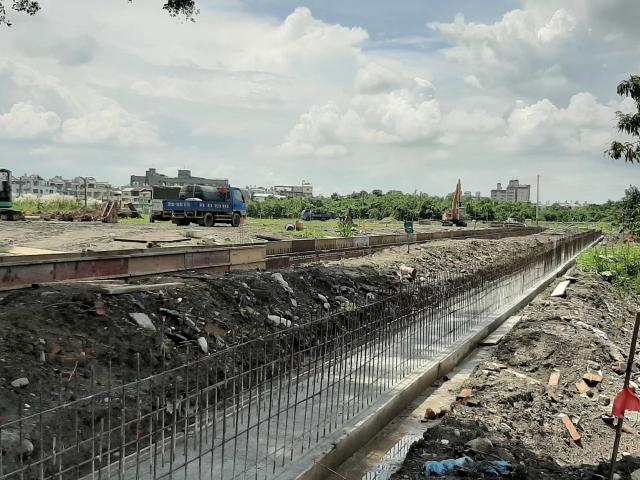 為有效活化利用屏東縣公墓土地,屏東縣政府推動綠能發展。