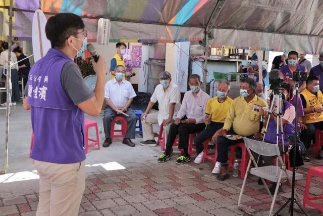 立委鍾佳濱18日成立枋寮聯絡處,展現參與屏東縣長黨內初選到底決心。