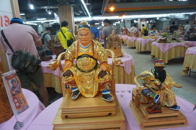 「五湖四海宴」傳統工藝展,中秋連假在朝聖酒店登場。(記者廖素貞/攝影)
