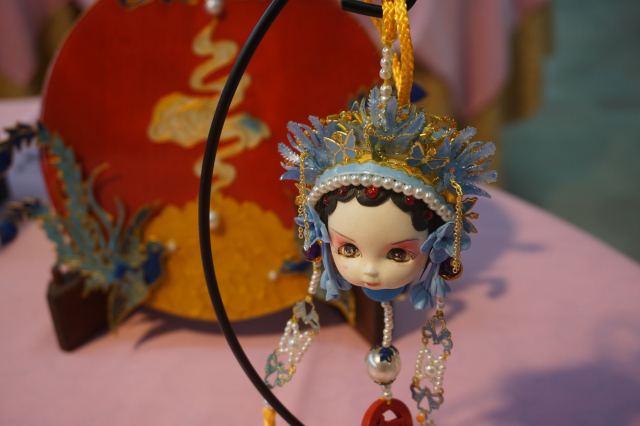 多媒材藝術~ 許永慶的精巧作品「鳳冠」。