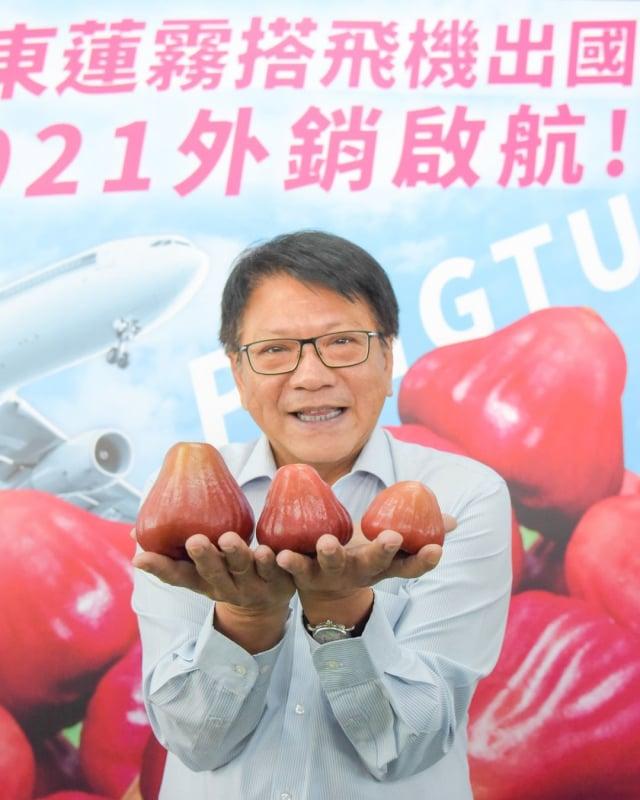 中國20日起暫停從台灣進口釋迦與蓮霧。屏東縣長潘孟安表示,屏東蓮霧外銷僅佔1成,為避免貿易風險,「屏東從不把蓮霧放在同一個籃子上」,多年來持續分散市場風險。(潘孟安臉書提供)