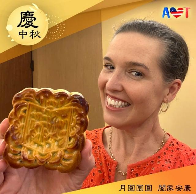 AIT處長孫曉雅在臉書上分享月餅照片。(AIT臉書)