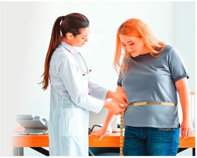 BMI 落在過重與肥胖的族群,罹患疾病的危險性相對會增加,因此更應該積 極控制體重。(Shutterstock)