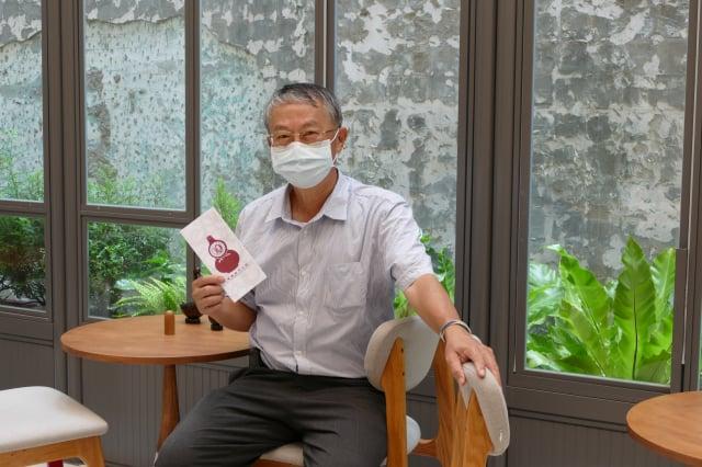 明通製藥是臺中在地藥廠,近百年來和臺中人一起成長。明通藥事文化館館長張光發。(攝影/鄧玫玲)