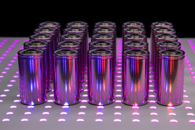 新型電池續航更久,充電也快、儲存更多能量,而且沒有起火的風險(示意圖)。(Shutterstock)