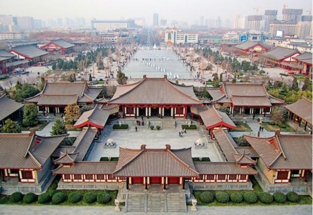 《西遊記》植根於中國傳統文化中博大精深的修煉文化。圖自「大雁塔」鳥瞰西安市。(Shuang Li/Shutterstock)