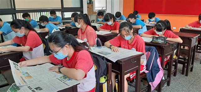 瓊慧老師推動讀報教育,養成學生好的閱讀習慣,讓寫作能力大為提升,心靈的層次也不斷的超越自己。(瓊慧老師提供)